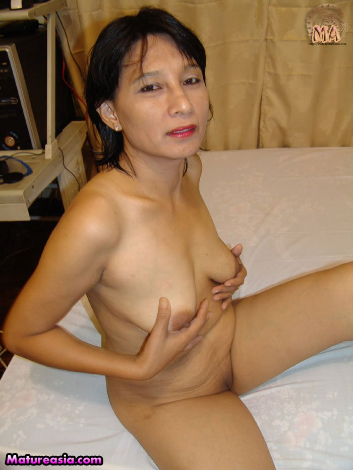 Old Asian granny getting naked posing for porn and doing anal