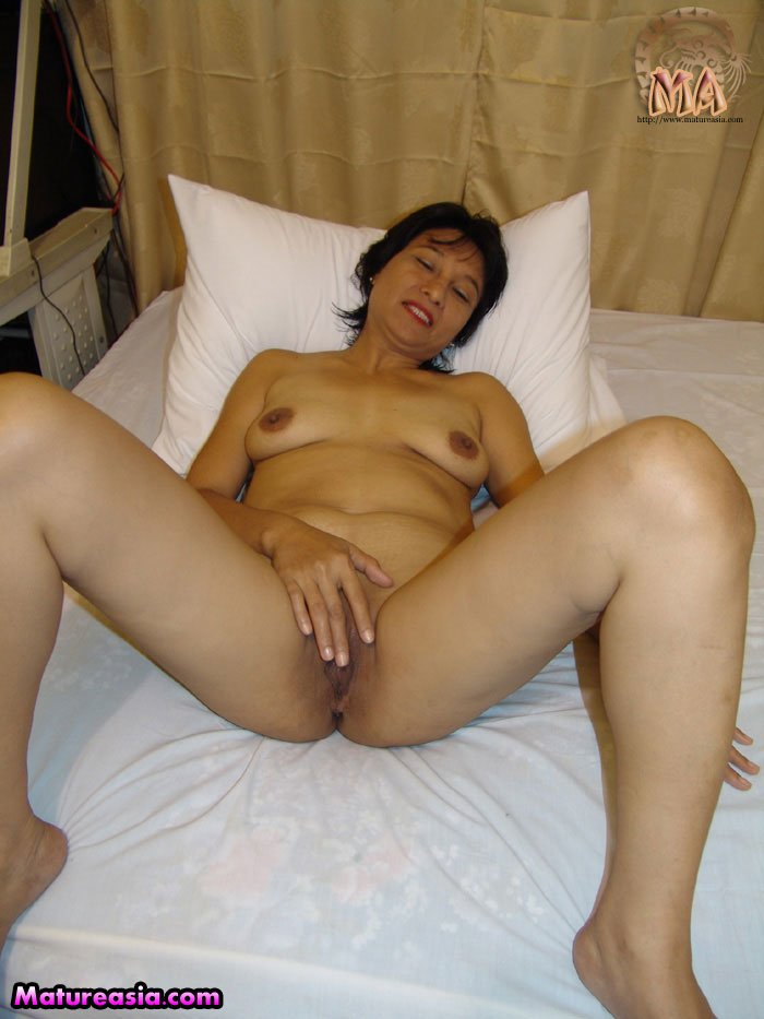 Pinay naked housewife 8